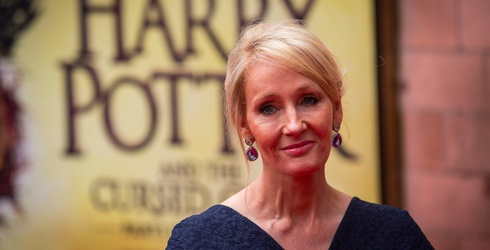 J.K. Rowling Savagely Roasts Guy Trying to Mansplain Books to an Author on Twitter