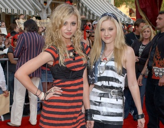 """Aly & AJ to Break out of the 2000s With Explicit """"Potential Breakup Song"""" Remix"""