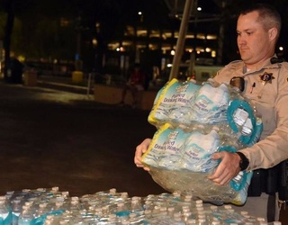 Las Vegas Shooting: Locals Come Bearing Food, Water and Comfort to Victims
