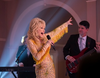 """This Dolly Parton Memory Match Will Tug at Your """"Heartstrings"""""""