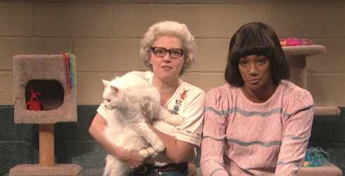 """""""SNL"""" Brings Back Everyone's Favorite Mail-Order Pet Shop, Featuring Weird Cats and Even Weirder Employees"""