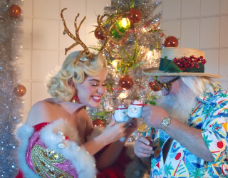 """""""Cozy Little Christmas"""" Gives Us a Taste of the Old Katy Perry, and I'm Surprisingly All About It"""