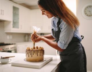 10 Cake Decorating TikTok Videos That Lull Us Into a Sugary Stupor