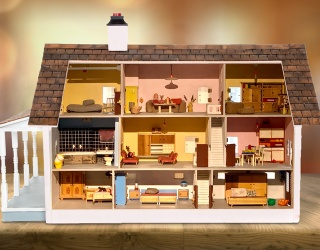 This Dollhouse Spot the Difference Game Helps You Indulge in Your Mansion Dreams