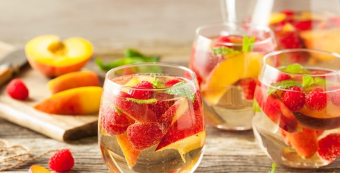 8 Moscato Cocktail Recipes to Shake Things Up