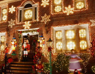 Spot the Differences in These Magical Glowing Christmas Light Photos