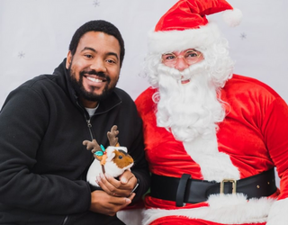 What's Better Than Pets Taking Photos With Santa? Matching Them