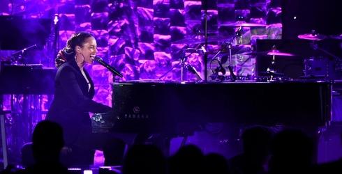 Finish the Alicia Keys Lyric Before the Singer Hosts the Grammys Tonight