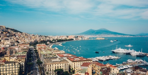 Tuesday's Waste of Time Travel: Make Your Stop in Naples a Quick One