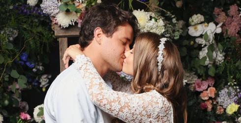 DailyTrivia: Let Bindi Irwin's Wedding Photos Help Inspire a Little Hope