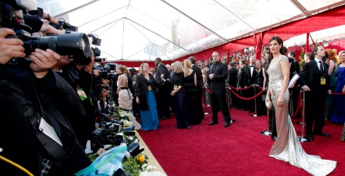 Can You Remember the 2010 Oscars Enough to Find the Differences in These Photos?