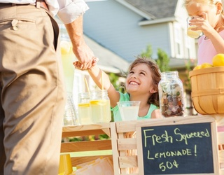 Help Your Mini Entrepreneur Set up a Lemonade Stand & We'll Give You a Boozy Citrus Recipe