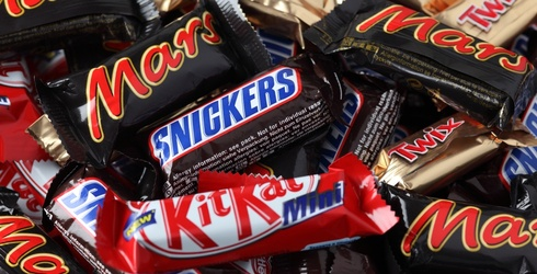 Let's Settle This Once and for All: Which Candy Bar Is Better?