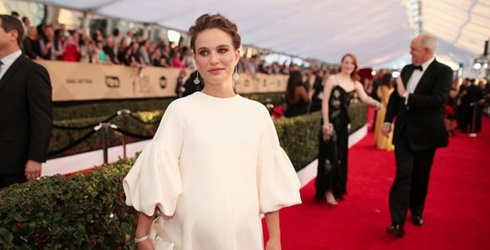 Natalie Portman Was Pregnant and OVER IT At the SAG Awards