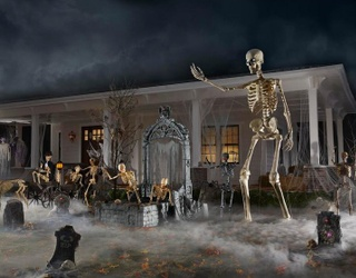 A Staggering, Spooky, 12-Foot Tall Skeleton Is Bringing People Together in 2020