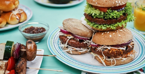 Lettuce Eat! 12 Mouthwatering Vegan Recipes for Cookouts